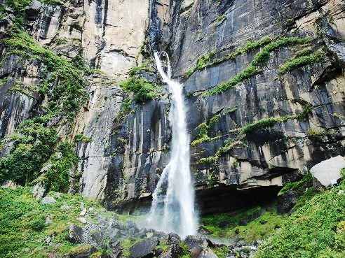 Jogini Waterfall - Himachal